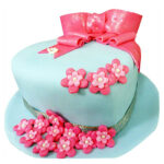 heart_shape_cake_with _flowers