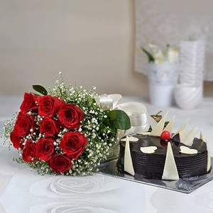 choaloate cake with roses
