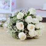beautiful-bunch-of-25-white-roses