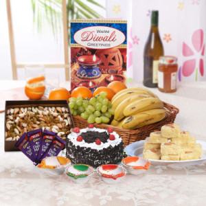 Special-mixed-fruit-basket-with-dry-fruits-sweets-hamper